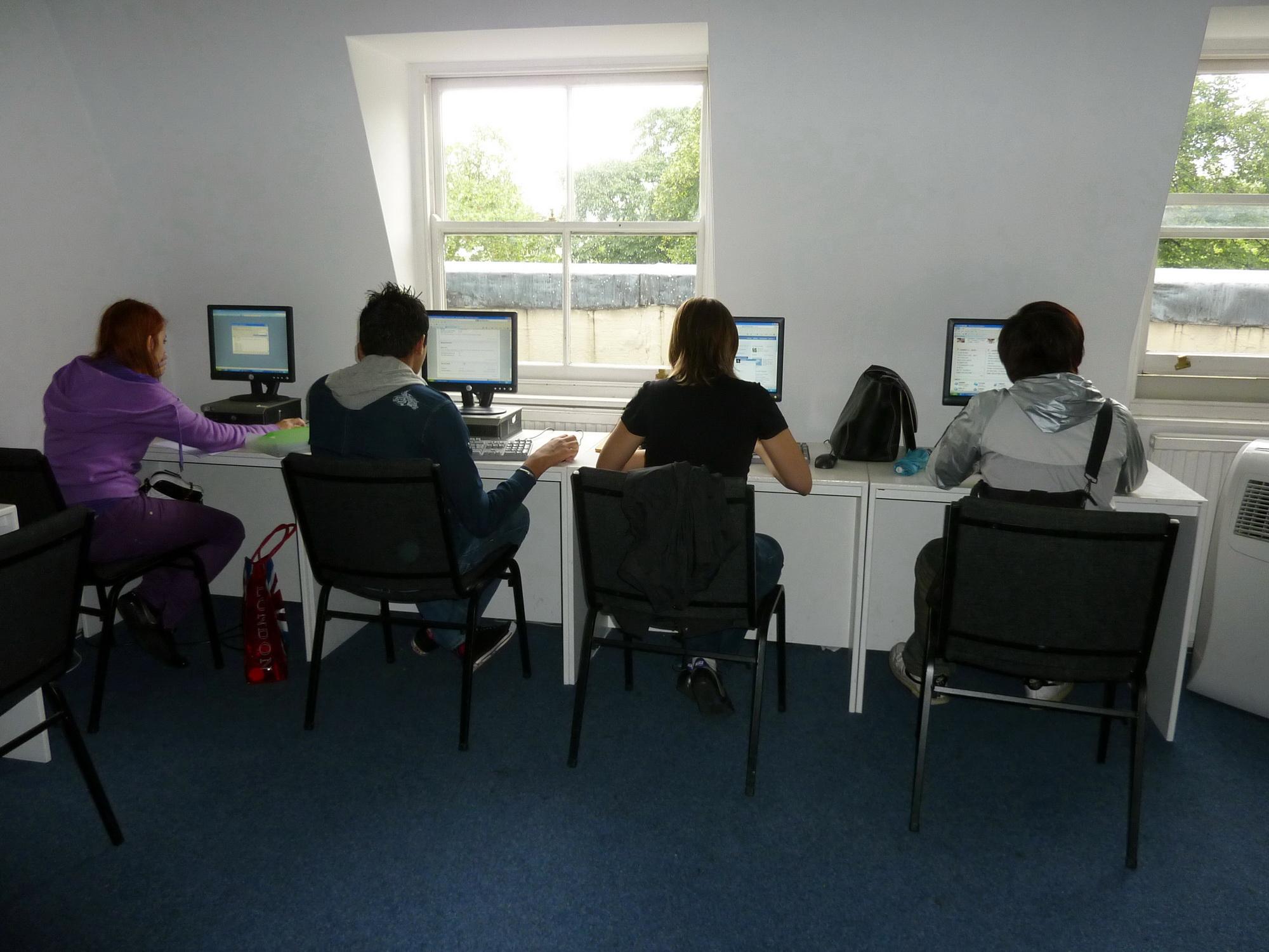 Internet cafe-2-1
