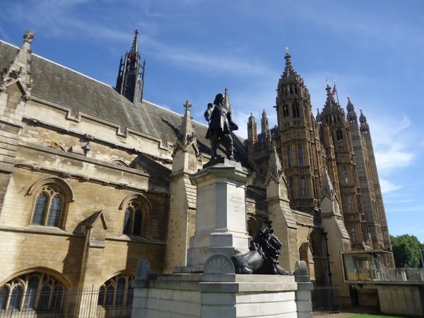 Памятник Оливеру Кромвелю в Лондоне