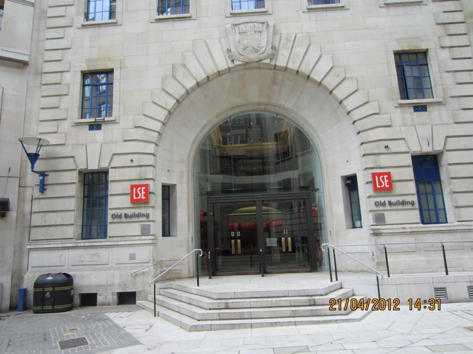 Головний вхід в LSE
