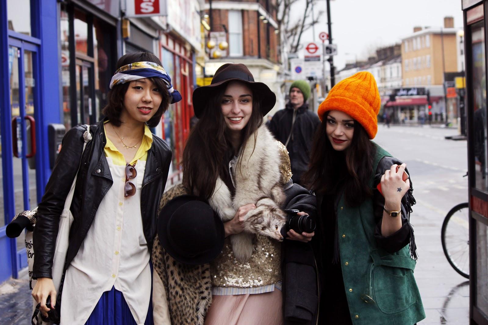 Весна 2013.  Такако, Илона и Лиа рано утром позируют для  фотопортфолио