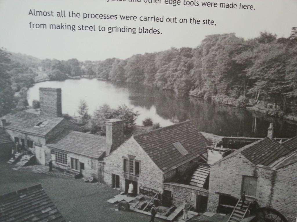 В старые времена рядом с деревушкой Abbeydale было озеро