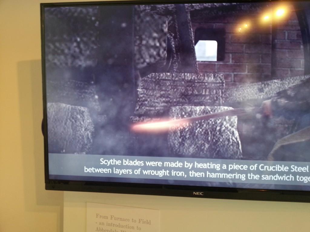 Видео, вопсроизводящее процесс литья стали 300 лет назад