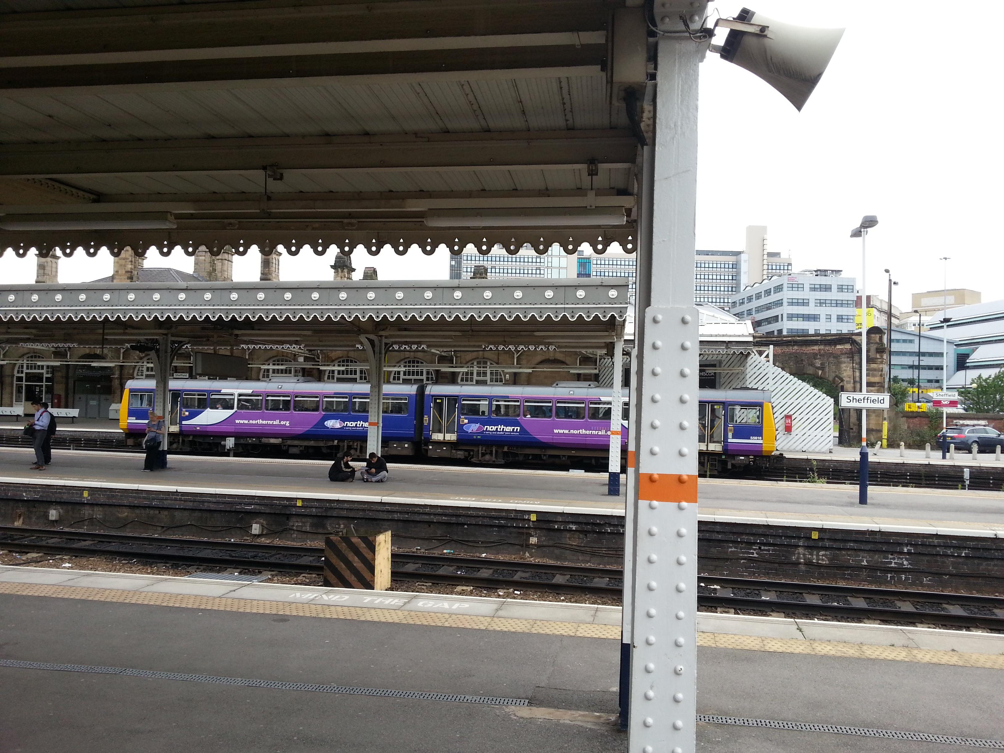 Вокзал Шеффилда с поездами East Midlands