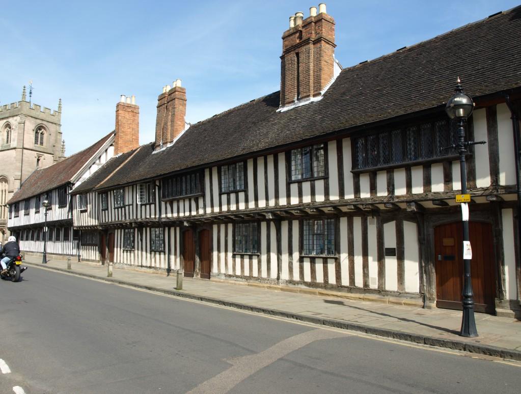Гимназия короля Эдуарда VI, которая в шекспировские времена называлась Новой королевской школой; здесь учился великий драматург