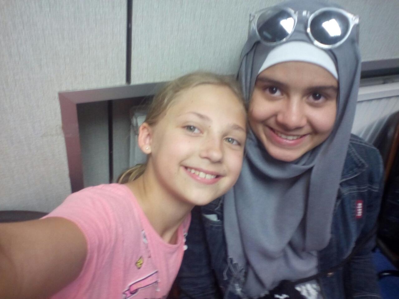 Стефанія з дівчинкою з Алжиру Раяною