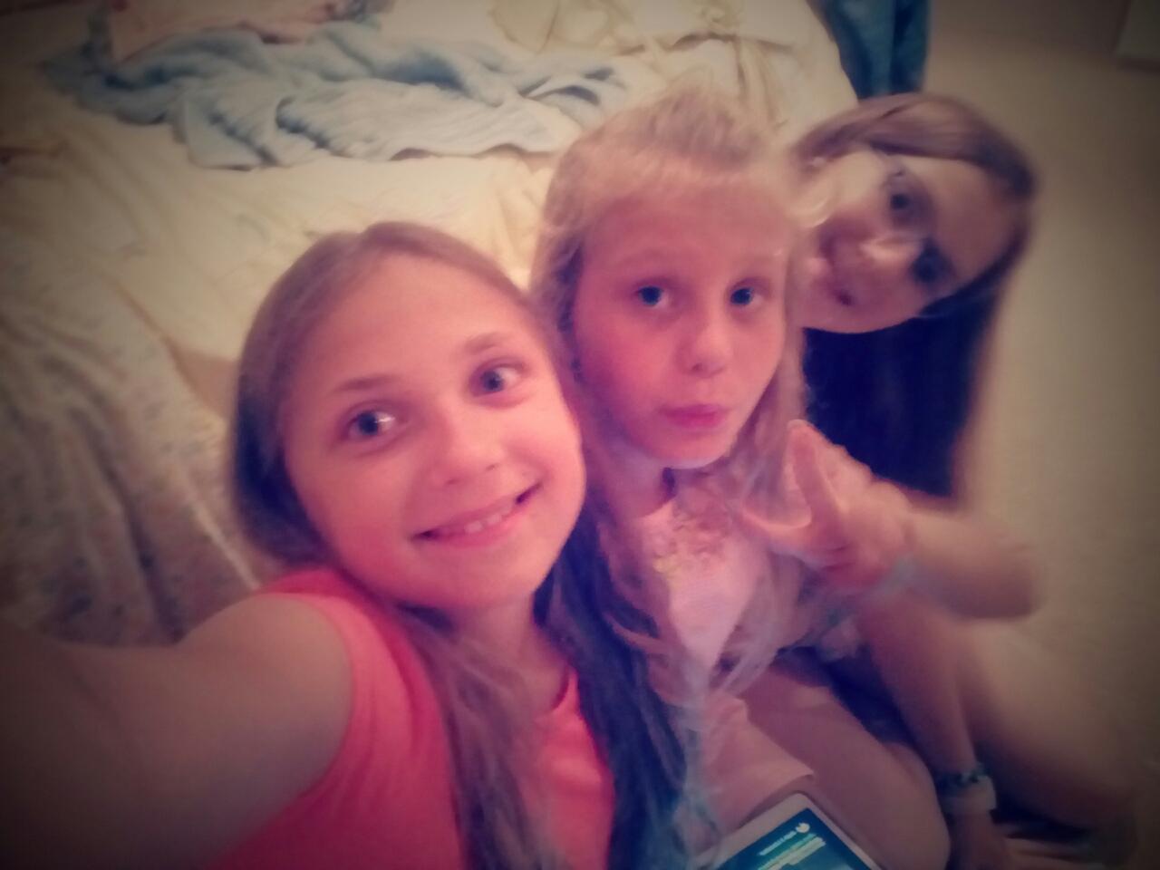 Стефі з дочкою господарів грейс та дівчинкою з Італії  Людовікою
