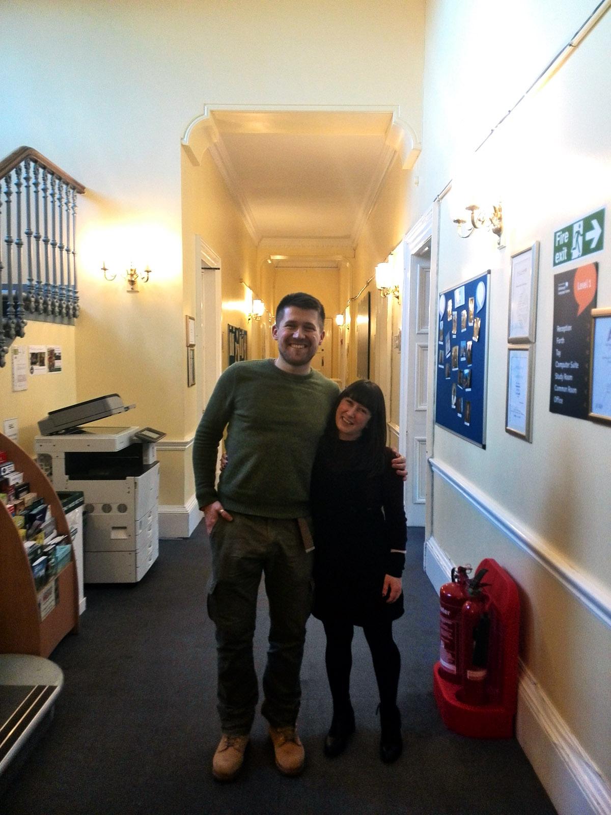 С представителем школы, Сарой