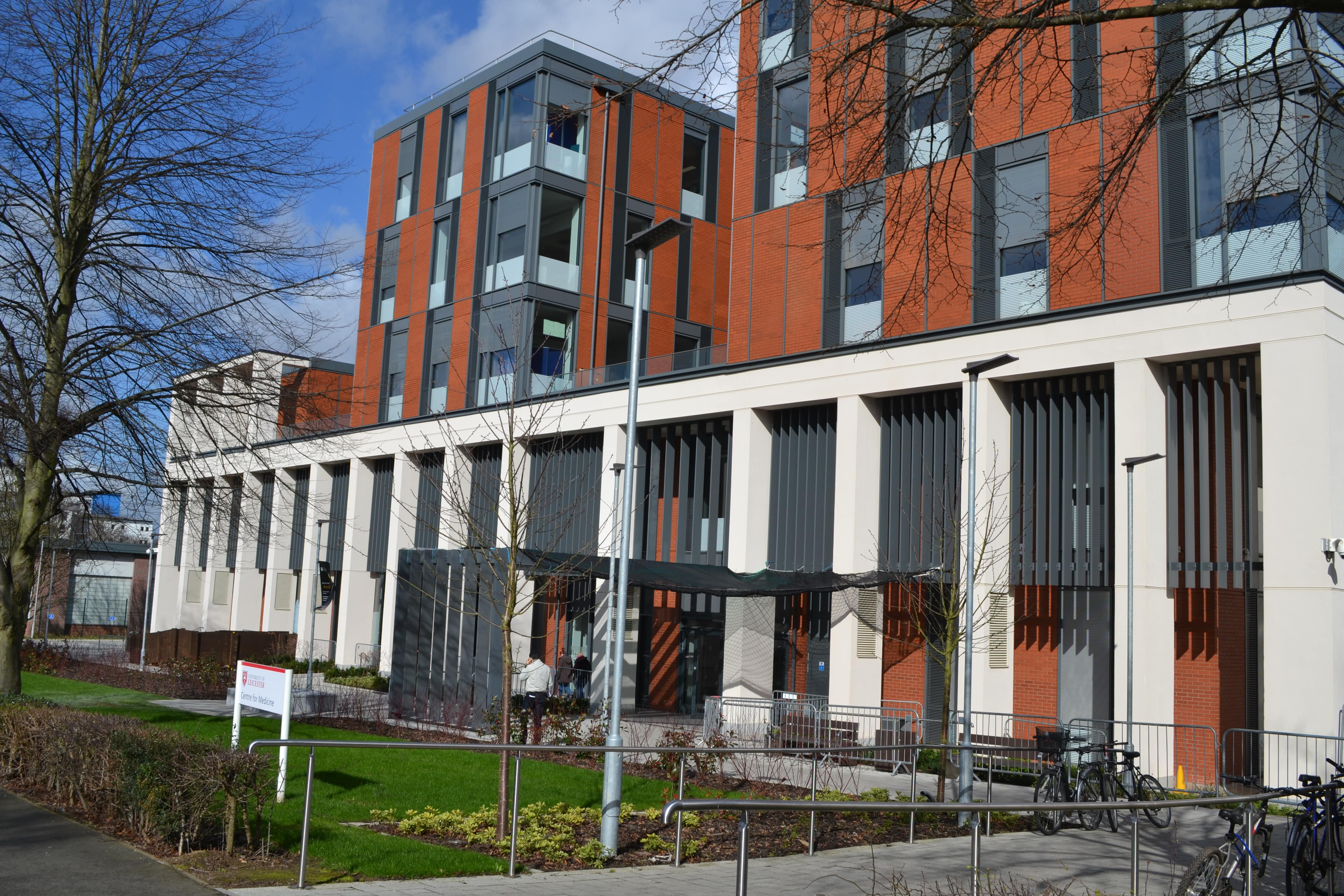 Новый медицинский центр, в который университет инвестировал 42 миллиона фунтов.