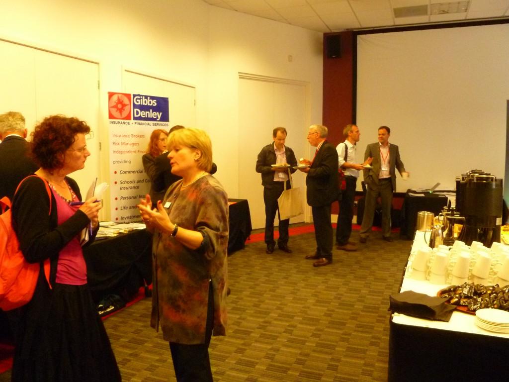 В центре - Сью Эдвардс, Chair, Kaplan International Colleges