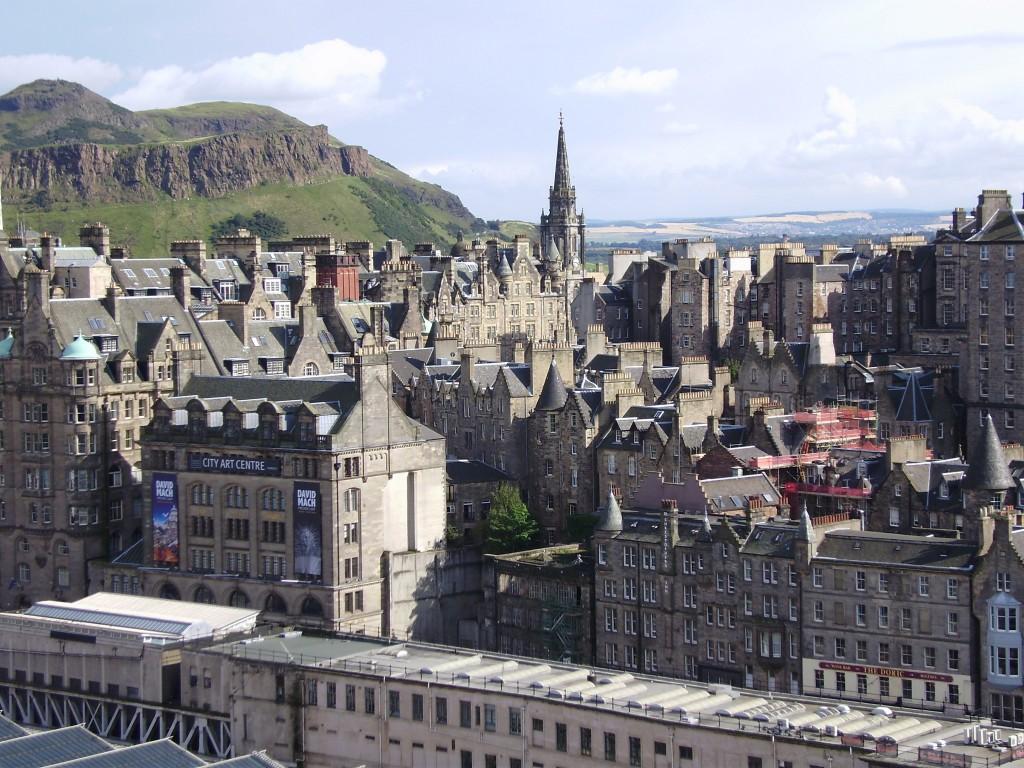 Эдинбург. Вид с обзорной площадки монумента Вальтеру Скотту