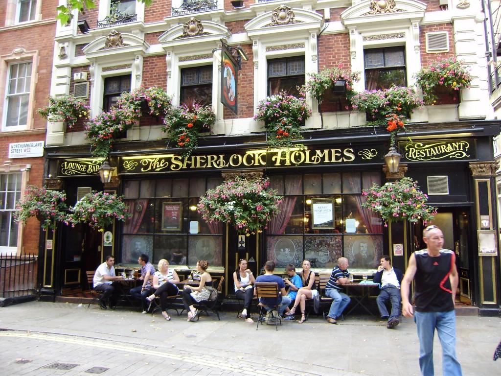 """Ну, как же без лондонского """"Шерлока Холмса""""?"""