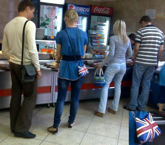 В киевском общепите стильная сумочка