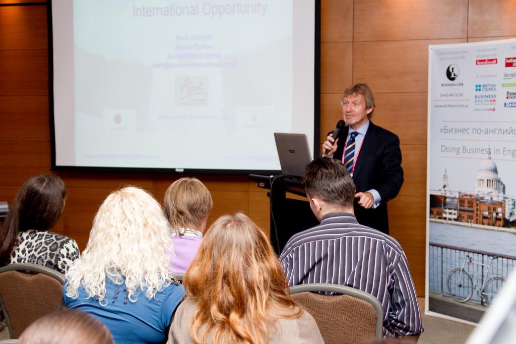 "Марк Уэйстелл проводит семинар на выставке ""Бизнес по-английски 2010"""