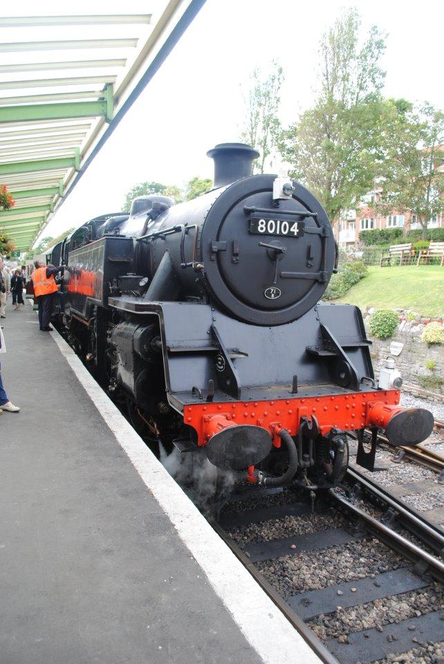Поезд в Сванаже − небольшом прибрежном городке на юго-востоке графства Дорсет. На этом поезде мы езди к замку Корф. по сравнению с обычными, такие поезда дороговаты, но они стоят того, чтобы ощутить вкус старой Англии.