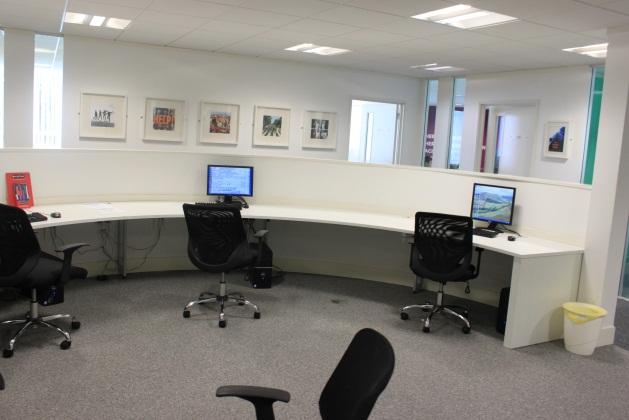 Common area, где вы можете работать за компьютерами с интернетом после занятий