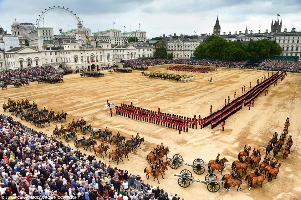 Парад в честь Дня рождения королевы