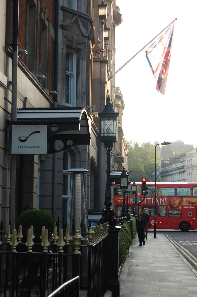 Куда же без даблдекеров в Лондоне?)