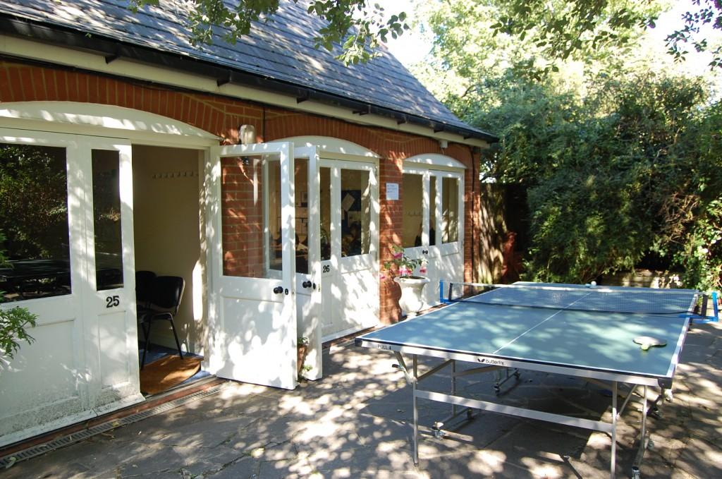 А это домики в саду, в которых также проходят занятия в летнее время