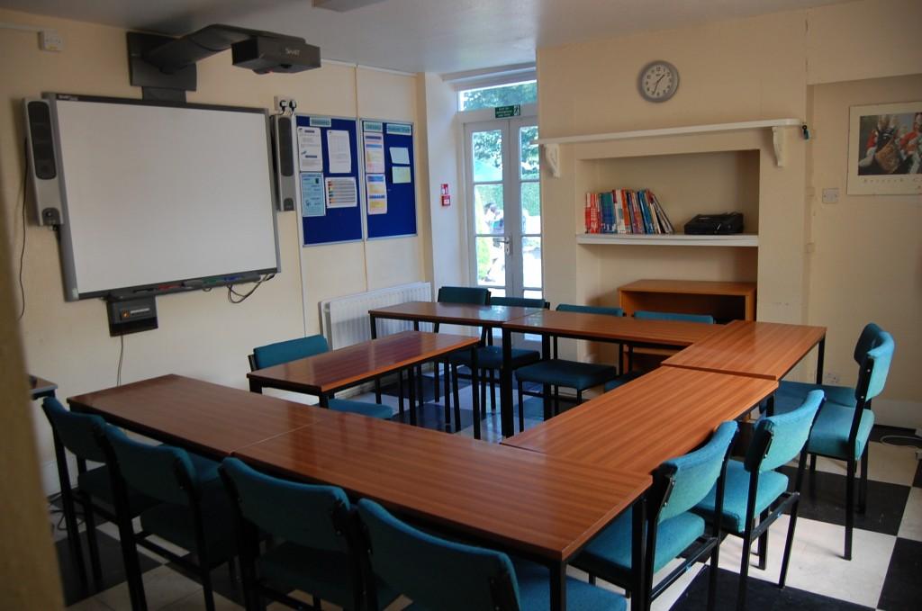 Практически в каждой аудитории есть смарт доски и все необходимое оборудование для проведения интерактивных занятий