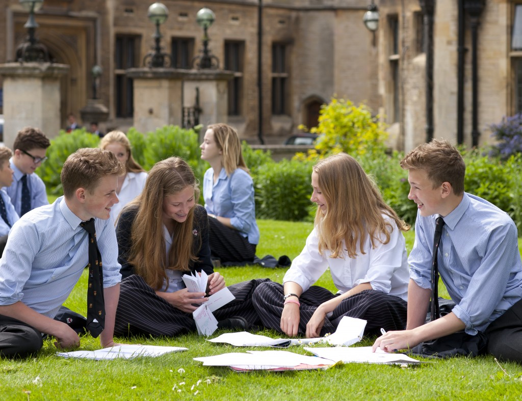 Ученики британской школы-пансиона