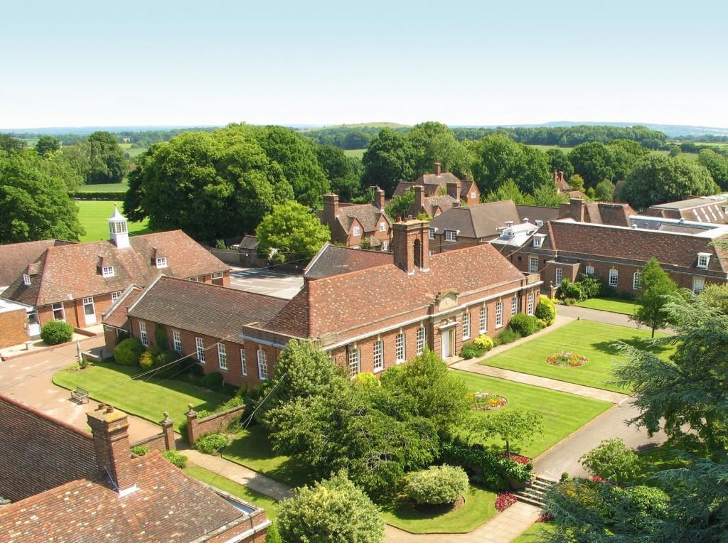 Летняя языковая программа будет проходить на базе школы-пансиона Lord Wandsworth College, всего в часе езды от Лондона