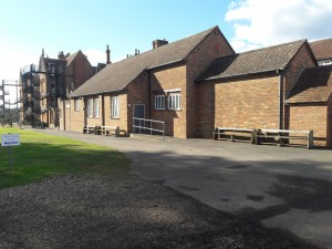 Здание школы со двора