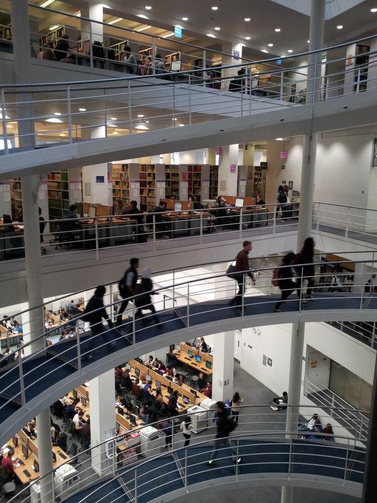 Здание и атмосфера библиотеки вдохновляет на самообразование