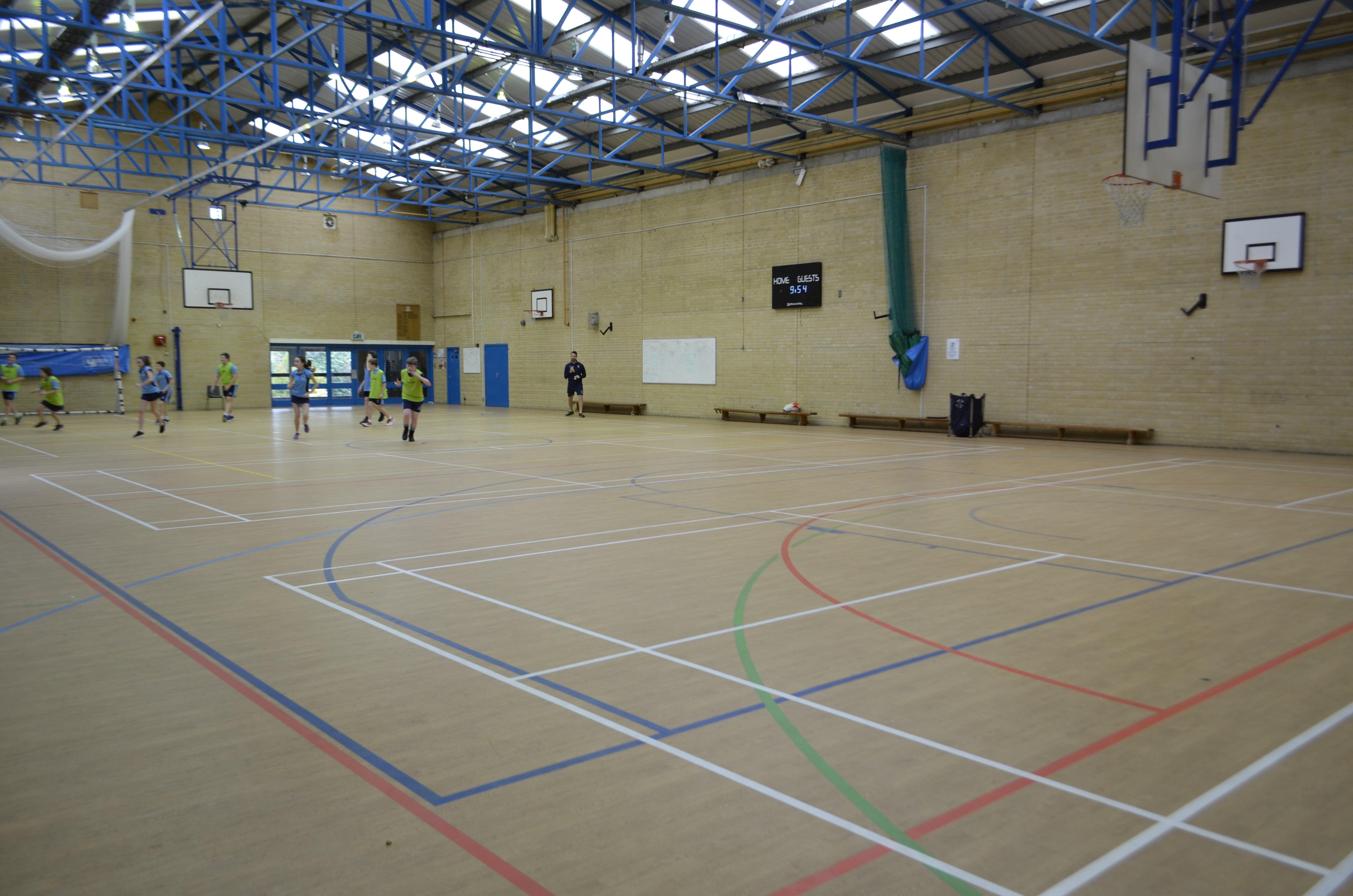 баскетбольная площадка школы