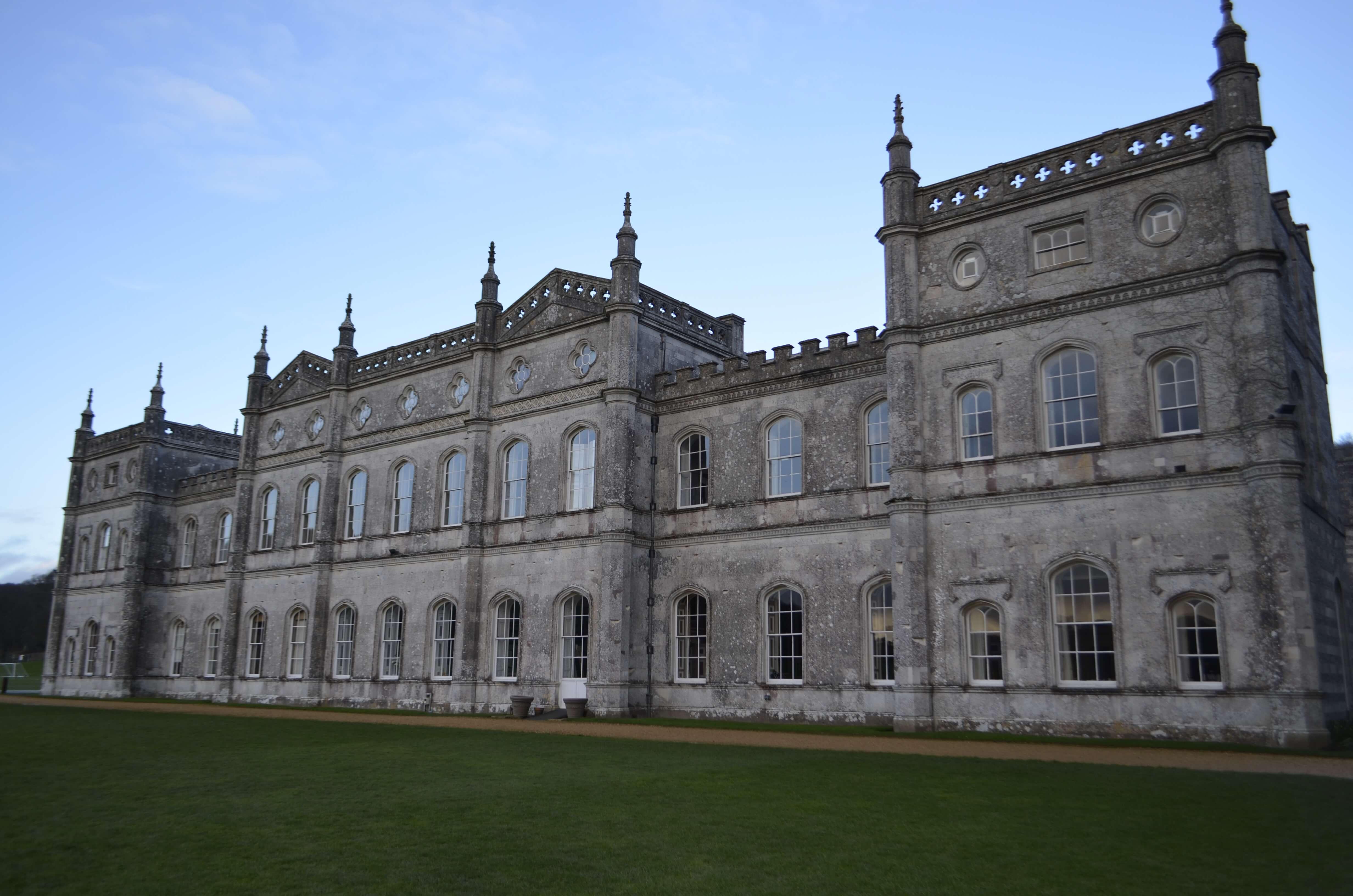 главное здание школы, бывшая резиденция английских лордов