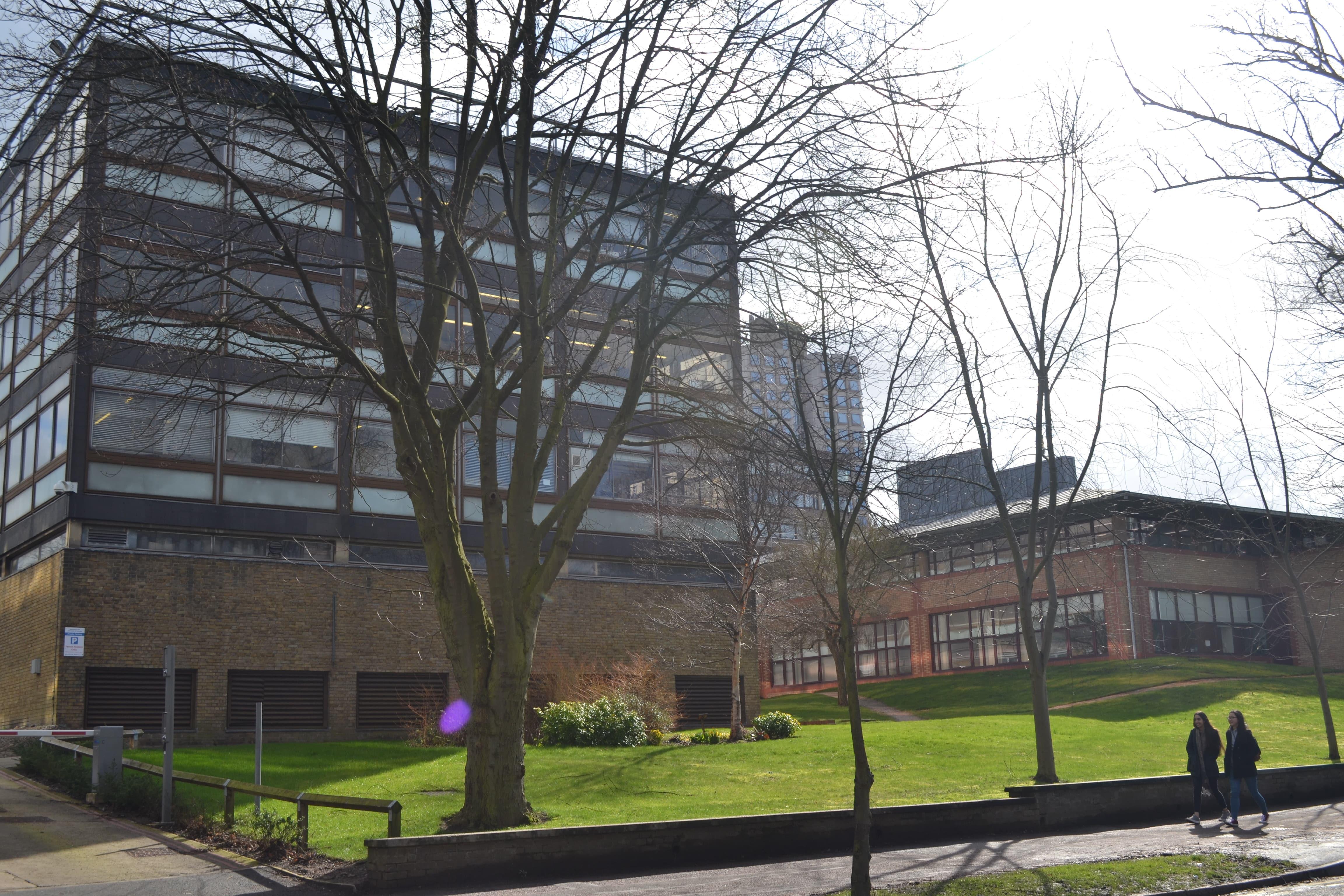 Ближе на фото – George Porter Building для химии, дальше – Computer Centre.